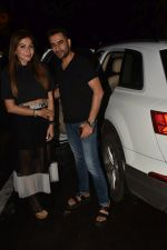 Shekhar Ravjiani & Kanika Kapoor spotted at Bastian in bandra on 31st July 2019 (1)_5d42950dacd67.jpg