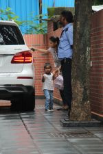 Sunny Leone with kids spotted at juhu on 1st Aug 2019 (36)_5d43e64db5b22.JPG