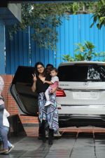 Sunny Leone with kids spotted at juhu on 1st Aug 2019 (41)_5d43e667599ae.JPG
