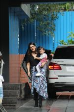 Sunny Leone with kids spotted at juhu on 1st Aug 2019 (45)_5d43e67a0da92.JPG