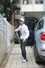 Varun Dhawan spotted at juhu on 1st Aug 2019 (26)_5d43e66430af9.JPG