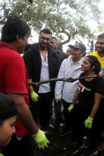 Arjun Kapoor will be flagging off the 2nd edition of the Beach clean up drive at Carter Road in Mumbai on Sunday on 4th Aug 2019 (21)_5d47d53970658.jpg