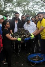 Arjun Kapoor will be flagging off the 2nd edition of the Beach clean up drive at Carter Road in Mumbai on Sunday on 4th Aug 2019 (8)_5d47d520b4e21.jpg