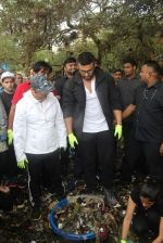 Arjun Kapoor will be flagging off the 2nd edition of the Beach clean up drive at Carter Road in Mumbai on Sunday on 4th Aug 2019 (9)_5d47d52295b9a.jpg