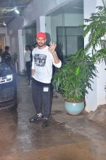Sidharth Malhotra spotted at sunny sound juhu on 3rd Aug 2019 (4)_5d47d43c3a2d8.JPG