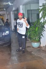 Sidharth Malhotra spotted at sunny sound juhu on 3rd Aug 2019 (5)_5d47d442a6c62.JPG