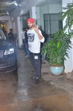 Sidharth Malhotra spotted at sunny sound juhu on 3rd Aug 2019 (6)_5d47d446a95f9.JPG