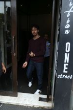 Tiger Shroff spotted at Bastain on 4th Aug 2019 (28)_5d47d51acf374.jpg
