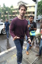 Tiger Shroff spotted at Bastain on 4th Aug 2019 (30)_5d47d5214972b.jpg