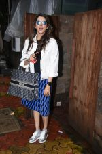 Isha Koppikar spotted at indigo in bandra on 5th Aug 2019 (13)_5d4929de4b970.JPG