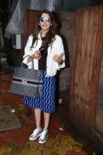 Isha Koppikar spotted at indigo in bandra on 5th Aug 2019 (16)_5d4929e3e61a6.JPG