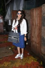 Isha Koppikar spotted at indigo in bandra on 5th Aug 2019 (9)_5d4929d793e07.JPG
