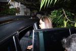 Deepika Padukone spotted at clinic in Bandra on 6th Aug 2019 (11)_5d4a7bb274b18.JPG