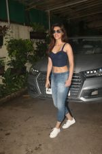 Kriti Sanon spotted at sunny sound juhu on 6th Aug 2019 (1)_5d4a7b85deb95.JPG