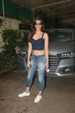 Kriti Sanon spotted at sunny sound juhu on 6th Aug 2019 (16)_5d4a7bd35b775.JPG