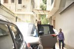 Alia Bhatt spotted at Vishesh films office in Khar on 12th Aug 2019 (22)_5d525d8d643d1.JPG