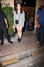Radhika Madan spotted at farmer_s cafe bandra on 19th Aug 2019 (2)_5d5b9e8246406.JPG