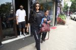 Rhea Kapoor spotted at bandra on 18th Aug 2019 (19)_5d5ba44b264cc.jpg