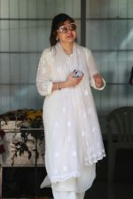 Alka Yagnik at the funeral of Mohammed Zahur Khayyam on 20th Aug 2019 (40)_5d5cf50f274f4.jpg