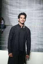 Ishaan Khattar walk the ramp for Manish Malhotra_s show at Lakme Fashion Week in mumbai on 20th Aug 2019 (94)_5d5cf6f63ef96.jpg