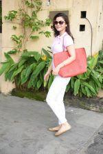 Konkana Bakshi spotted at dental clinic in bandra on 20th Aug 2019 (8)_5d5ce68312d73.JPG