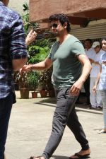 Sonu Nigam at the funeral of Mohammed Zahur Khayyam on 20th Aug 2019 (32)_5d5cf553de634.jpg