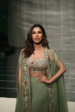 Sophie walk the ramp for Manish Malhotra_s show at Lakme Fashion Week in mumbai on 20th Aug 2019 (78)_5d5cf7b303e2a.jpg