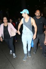 Varun Dhawan spotted at airport on 20th Aug 2019 (13)_5d5cf4e15084f.JPG