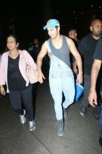 Varun Dhawan spotted at airport on 20th Aug 2019 (14)_5d5cf4e8b625d.JPG