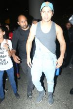 Varun Dhawan spotted at airport on 20th Aug 2019 (17)_5d5cf4fb01071.JPG