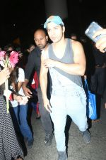 Varun Dhawan spotted at airport on 20th Aug 2019 (18)_5d5cf5004e154.JPG