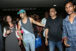 Varun Dhawan spotted at airport on 20th Aug 2019 (22)_5d5cf51715fd6.JPG