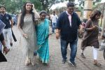 Asha Bhosle spotted in Mumbai on 21st Aug 2019 (13)_5d5e5225a2fb0.JPG