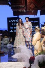 Farhan Akhtar and Shibani Dandekar walk the ramp for designer Payal Singhal on Lakme Fashion Wek Day 1 on 21st Aug 2019  (16)_5d5e442e2c1ca.JPG