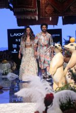 Farhan Akhtar and Shibani Dandekar walk the ramp for designer Payal Singhal on Lakme Fashion Wek Day 1 on 21st Aug 2019  (18)_5d5e443007682.JPG