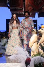 Farhan Akhtar and Shibani Dandekar walk the ramp for designer Payal Singhal on Lakme Fashion Wek Day 1 on 21st Aug 2019  (20)_5d5e4431e60c6.JPG