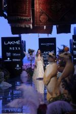 Farhan Akhtar and Shibani Dandekar walk the ramp for designer Payal Singhal on Lakme Fashion Wek Day 1 on 21st Aug 2019 (3)_5d5e4435eb422.JPG