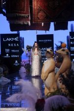 Farhan Akhtar and Shibani Dandekar walk the ramp for designer Payal Singhal on Lakme Fashion Wek Day 1 on 21st Aug 2019 (5)_5d5e4437a0bc2.JPG