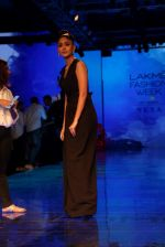 Mrunal Thakur at Lakme Fashion Week 2019 on 21st Aug 2019  (29)_5d5e465308c1e.JPG