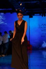 Mrunal Thakur at Lakme Fashion Week 2019 on 21st Aug 2019  (30)_5d5e4654a0abd.JPG
