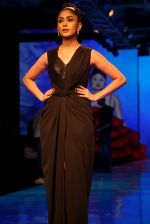 Mrunal Thakur at Lakme Fashion Week 2019 on 21st Aug 2019  (32)_5d5e465a919c5.JPG