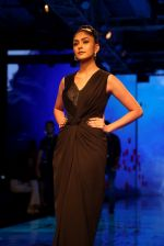 Mrunal Thakur at Lakme Fashion Week 2019 on 21st Aug 2019  (39)_5d5e466f82383.JPG