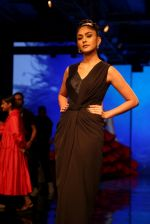 Mrunal Thakur at Lakme Fashion Week 2019 on 21st Aug 2019  (42)_5d5e467a2fcc4.JPG