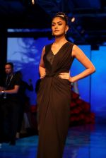 Mrunal Thakur at Lakme Fashion Week 2019 on 21st Aug 2019  (43)_5d5e467c06796.JPG