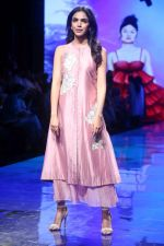 Shreya Pilgaonkar at Lakme Fashion Week on 21st Aug 2019 (5)_5d5e466da98b5.JPG