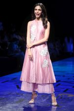 Shreya Pilgaonkar at Lakme Fashion Week on 21st Aug 2019 (8)_5d5e46773e67c.JPG