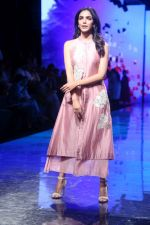 Shreya Pilgaonkar at Lakme Fashion Week on 21st Aug 2019 (9)_5d5e46789cb19.JPG