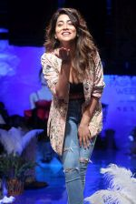 Shriya Saran at lakme fashion week Day 1 on 21st Aug 2019 (14)_5d5e468eddcae.JPG