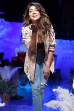 Shriya Saran at lakme fashion week Day 1 on 21st Aug 2019 (17)_5d5e46960889a.JPG