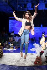 Shriya Saran at lakme fashion week Day 1 on 21st Aug 2019 (23)_5d5e46a1c1fcd.JPG
